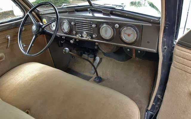"""Three-speed """"stick"""" on the floor of a 1937 Oldsmobile."""